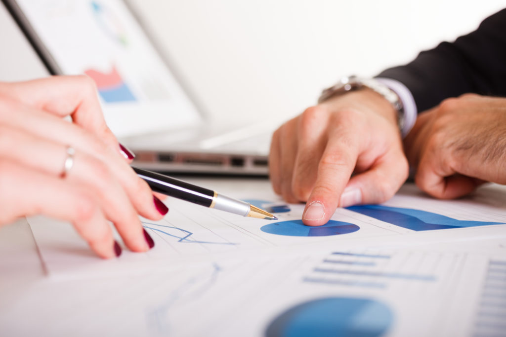 The-Pros-and-Cons-of-Hiring-a-Financial-Advisor